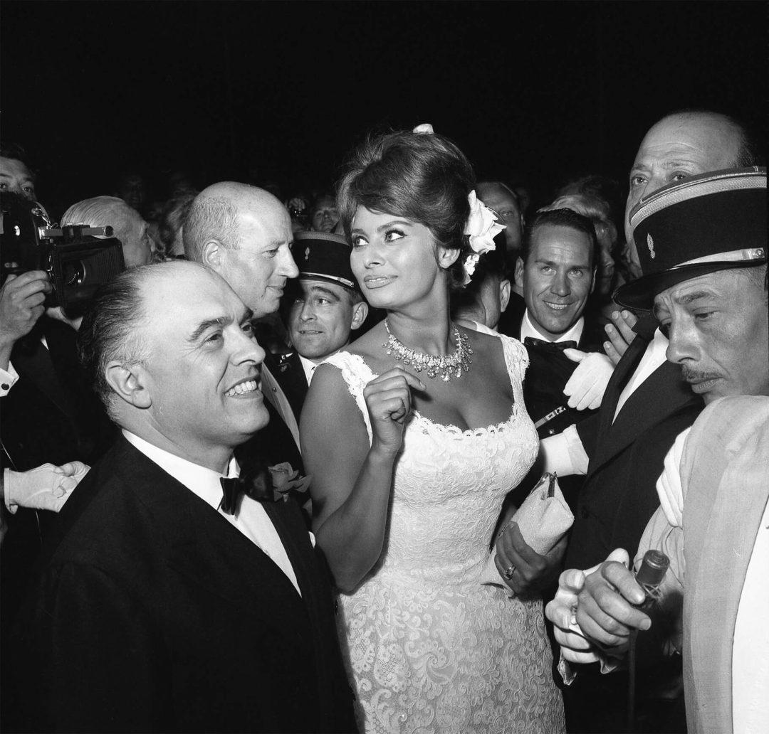 Sophia Loren et sa sublime rivière de diamants au Festival de Cannes en 1961